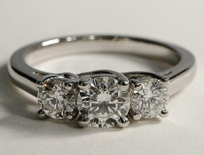 3 diamonds set on ring - BT01