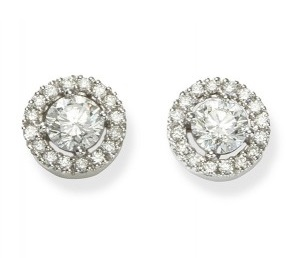 Earrings with halo around the central diamond - B06