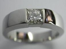 Anello con diamante quadrato montato a castone - BS22