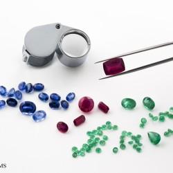 osservazione di rubini, zaffiri e smeraldi