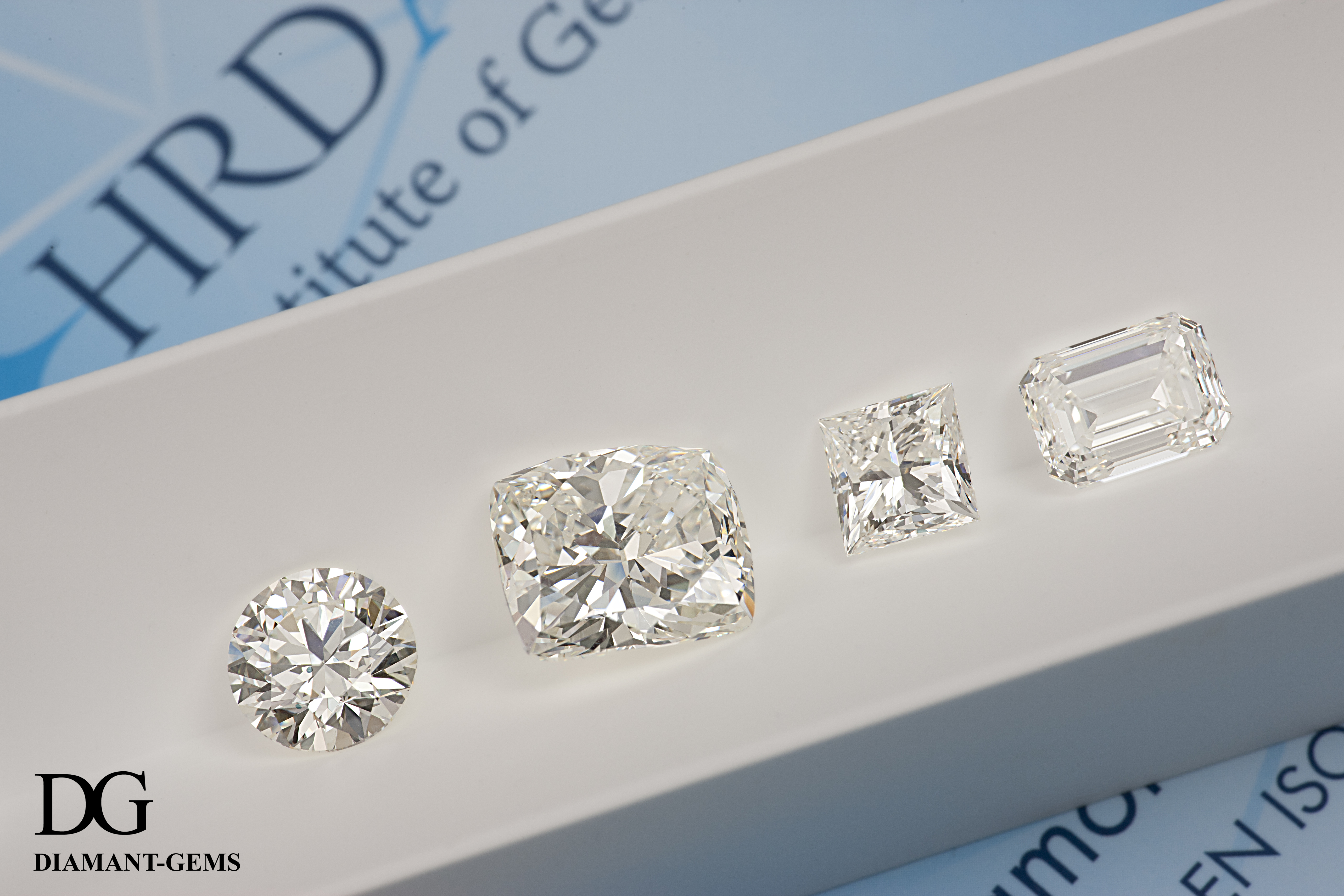 presentation of 4 different shaped white diamonds