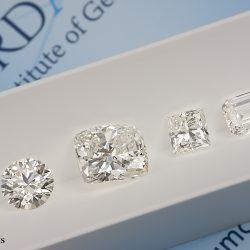diamanti bianchi certificati di forme diverse