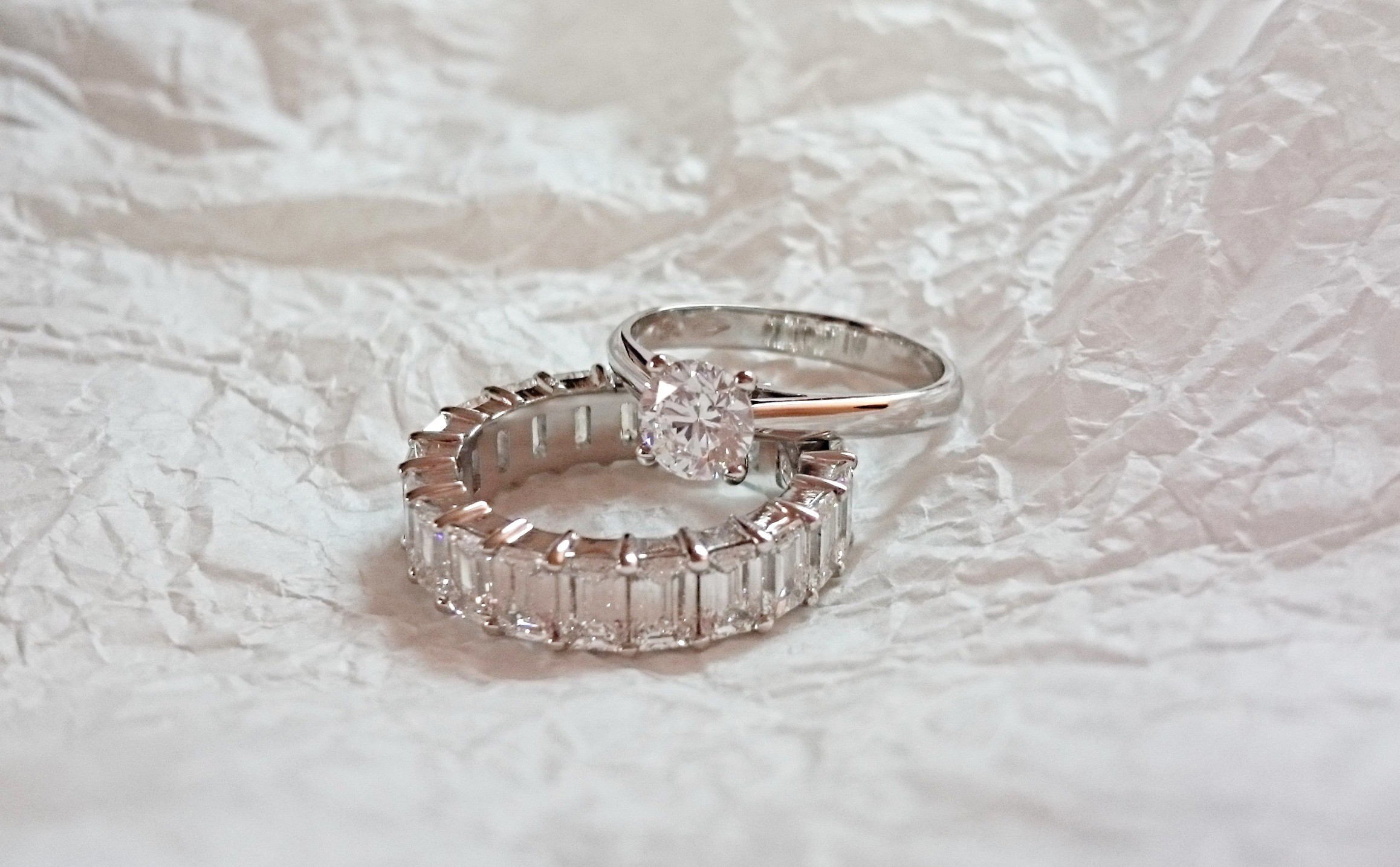 diamond solitaire and wedding ring