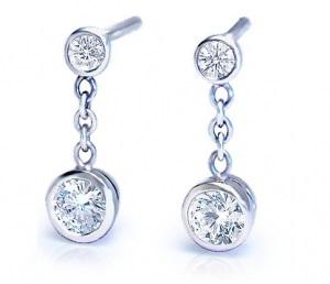Boucles d'oreilles pendantes 2 diamants et chaine