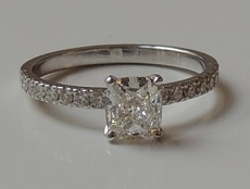 Pave solitaire and cushion diamond - BP08